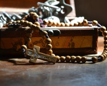 Do You Know How To Properly Dispose off Broken Rosaries and Other Blessed Items?