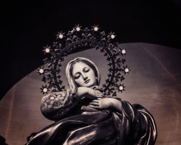 Very Powerful Prayer to Virgin Mary in Time of Trouble