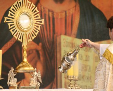Between Flesh and Bread: The Autopsy of a Eucharistic Miracle